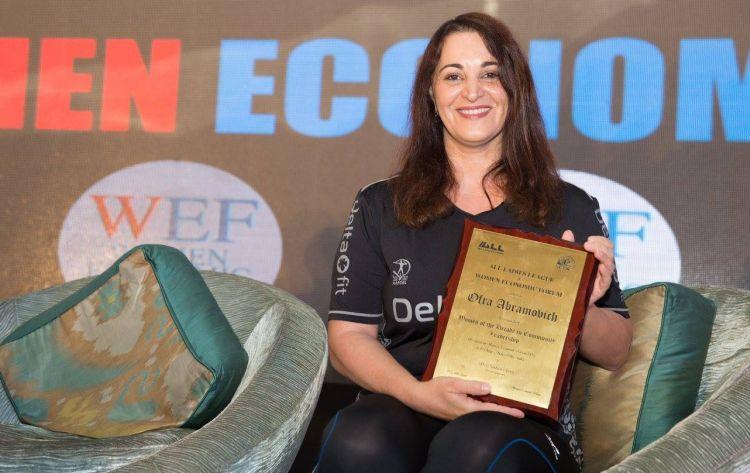 Frau des Jahrzehnts Award für soziale Führung zu Ofra Abramovich